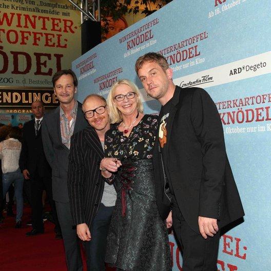Ed Herzog, Simon Schwarz, Rita Falk und Sebastian Bezzel Poster