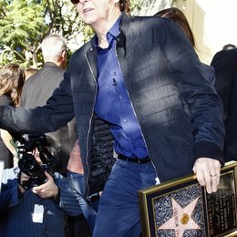 Sir Paul McCartney erhält einen Stern am Hollywood Walk Of Fame Poster