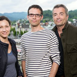 "Delia Mayer, Michael Schaerer und Stefan Gubser am ""Tatort""-Set in Luzern Poster"