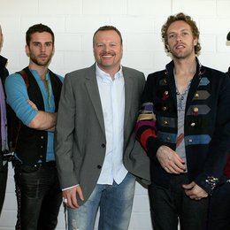 "Stefan Raab begrüßte Coldplay bei ""tv total"" / Will Champion, Guy Berryman, Stefan Raab, Chris Martin und Johnny Buckland Poster"
