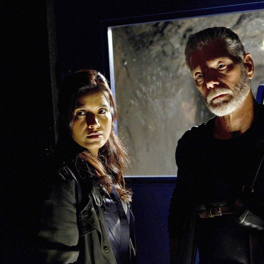Terra Nova / Stephen Lang / Shelley Conn