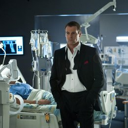 Saving Hope / Michael Shanks Poster