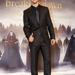 """Filmpremiere """"Breaking Dawn - Biss zum Ende der Nacht, Teil 2"""" in Berlin / Taylor Lautner Poster"""
