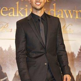 """Taylor Lautner / Filmpremiere """"Breaking Dawn - Biss zum Ende der Nacht, Teil 2"""" in Berlin Poster"""
