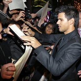 """Taylor Lautner / Filmpremiere """"Breaking Dawn - Biss zum Ende der Nacht, Teil 2"""" in Berlin / Autogrammstunde Poster"""