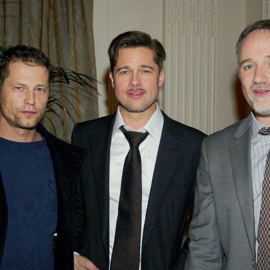 """Europapremiere von """"Der seltsame Fall des Benjamin Button"""" in Berlin / Til Schweiger, Brad Pitt und David Fincher Poster"""