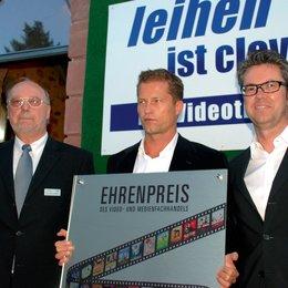 IVD feiert 25-jähriges Verbandsjubiläum / Hans-Peter Lackhoff, Til Schweiger und Ulrich Höcherl Poster