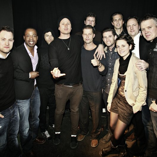 Patrick von Strenge, Carl Taylor, Atom Willard, Tom DeLonge(Angels & Airwaves), Til Schweiger, Mark Löscher (dahinter), Chris Georggin , David Kennedy (Angels & Airwaves), Aischa Fingerhuth, Edgar Berger, Matt Wachter(Angels & Airwaves) (v.l.)