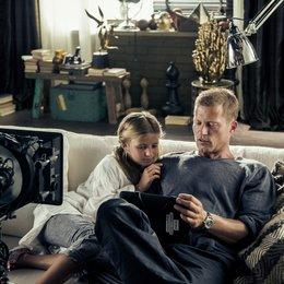 Werbespot für Watchever mit Emma und Til Schweiger Poster