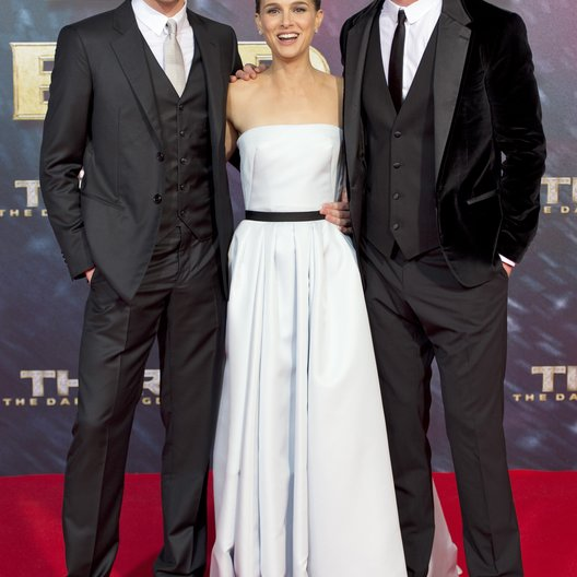 "Tom Hiddleston / Natalie Portman / Chris Hemsworth / Filmpremiere ""Thor - The Dark Kingdom"" Poster"