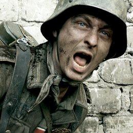 Unsere Mütter, unsere Väter (ZDF) / Teil 2 - Ein anderer Krieg / Tom Schilling Poster