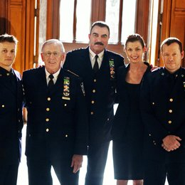 Blue Bloods - Crime Scene New York / Tom Selleck / Bridget Moynahan / Donnie Wahlberg / Will Estes / Len Cariou Poster