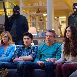 Hostages / Toni Collette / Tate Donovan / Quinn Shephard / Mateus Ward Poster