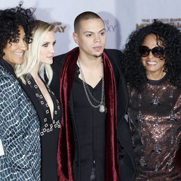 "Ross, Tracee Ellis / Simpson, Ashlee / Ross, Evan / Ross, Diana / Premiere ""Die Tribute von Panem - Mockingjay, Teil 1"", Los Angeles Poster"