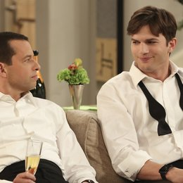 Two and a Half Men - Die komplette elfte Staffel Poster
