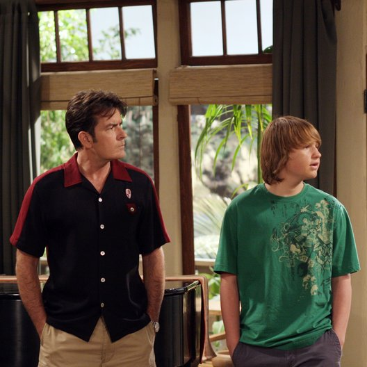 Two and a Half Men: Mein cooler Onkel Charlie - Die komplette achte Staffel Poster
