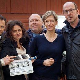 """Am Set von """"Ich will dich"""": Rainer Kaufmann (mitte) mit seinem Schauspielerquartett: Marc Hosemann, Erika Marozsan, Ina Weisse und Ulrich Noethen Poster"""