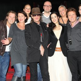 Benedikt Lökes, Rita Flügge-Timm, Katharina Kiessling, Udo Lindenberg, Christian Gerlach, Graziella Schazad, Kerstin Eggert, Bernd Dopp, Iris Grelus (Junior Brand Manager Warner Music Entertainment). v.l. Poster