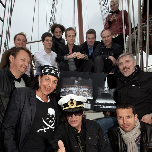 Udo Lindenberg mit den Teams von Warner Music und Starwatch Entertainment Poster