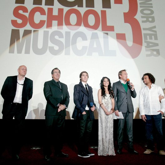 "Deutschlandpremiere von ""High School Musical 3"" / Thomas Menne, Kenny Ortega, Zac Efron, Vanessa Hudgens, Steven Gätjen, Corbin Bleu und Ashley Tisdale Poster"