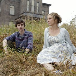Bates Motel (1. Staffel) / Bates Motel - Season One / Freddie Highmore / Vera Farmiga Poster