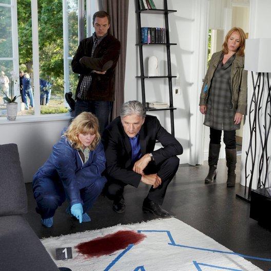 Kommissar und das Meer: Allein im finsteren Wald, Der (ZDF) / Sólveig Arnarsdóttir / Andy Gätjen / Walter Sittler / Inger Nilsson Poster