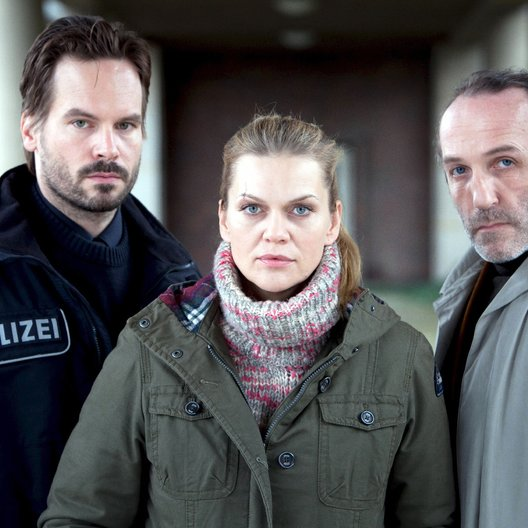 Mord in den Dünen (ZDF) / Anna Loos / Wanja Mues / Karl Markovics