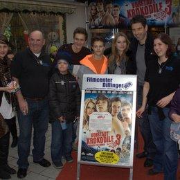 """Das Team von """"Vorstadtkrokodile 3 um Regisseur Wolfgang Groos, die Darsteller Nick Romeo Reimann, Ella Maria Gollmer und Fabian Halbig. Poster"""