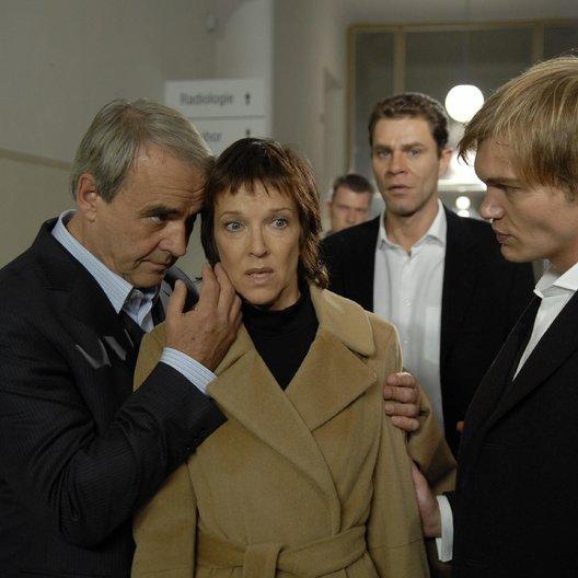 Siska: Der Tod in deinen Armen (ZDF / SF DRS / ORF) / Walter Kreye / Eva Kryll / Wolfgang Maria Bauer / Florian Sonnefeld Poster
