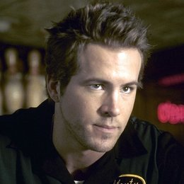 AbServiert / Ryan Reynolds Poster