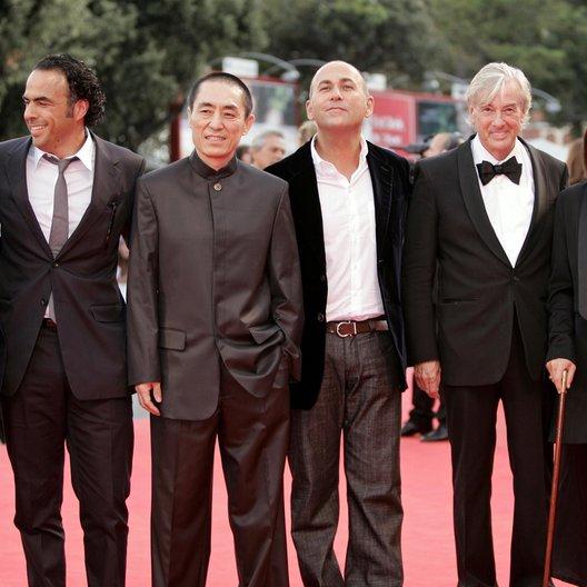 "Alejandro González Iñárritu / Zhang Yimou / 64. Filmfestspiele Venedig 2007 / Mostra Internazionale d'Arte Cinematografica / Paul Verhoeven / Jury ""Atonement"" Poster"