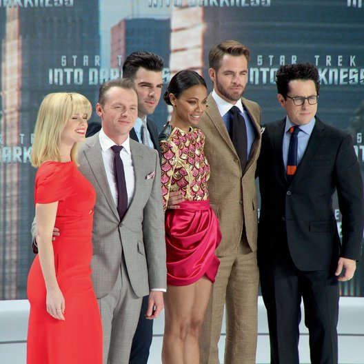 "Premiere von ""Star Trek Into Darkness"" in Berlin / Alice Eve / Simon Pegg / Zachary Quinto / Zoe Saldana / Chris Pine / J.J. Abrams Poster"
