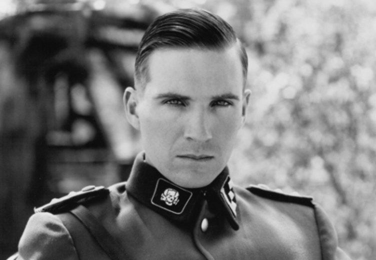 """Ralph Fiennes als Nazi-Haptmann in """"Schindlers Liste"""" © UIP"""