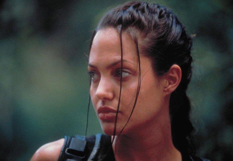 """Angelina Jolie als Actionheldin Lara Croft im ersten Teil """"Tomb Raider"""" (2001) © Concorde"""