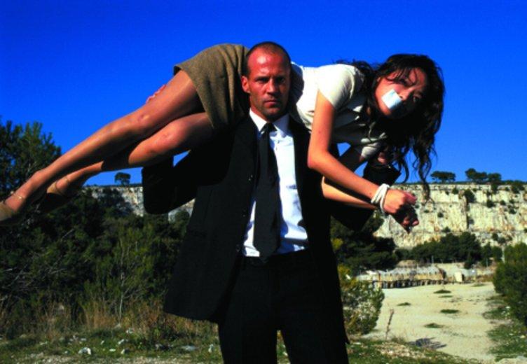"""Jason Statham als übermächtiger Kurierfahrer in """"The Transporter"""" (2001) © Tobis"""
