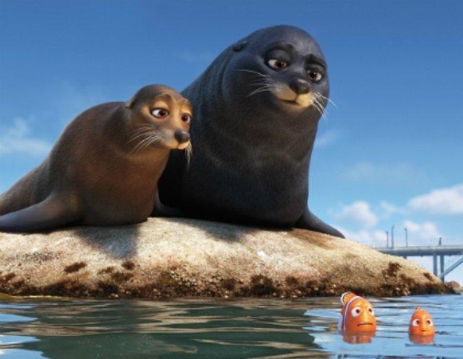 """Zusammen mit Dominic West vertont er Smutje und Boje in """"Findet Dorie"""" © Walt Disney"""