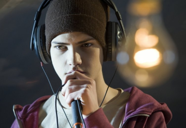 "Jimie Blue Ochsenknecht als nachwuchsrapper in dem Hip-Hop-Film ""Homies"" © Kinowelt"