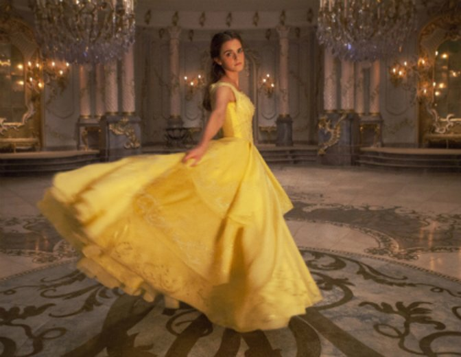 """Als Belle bezaubert Emma Watson in """"Die Schöne und das Biest"""" (2017) © Walt Disney"""