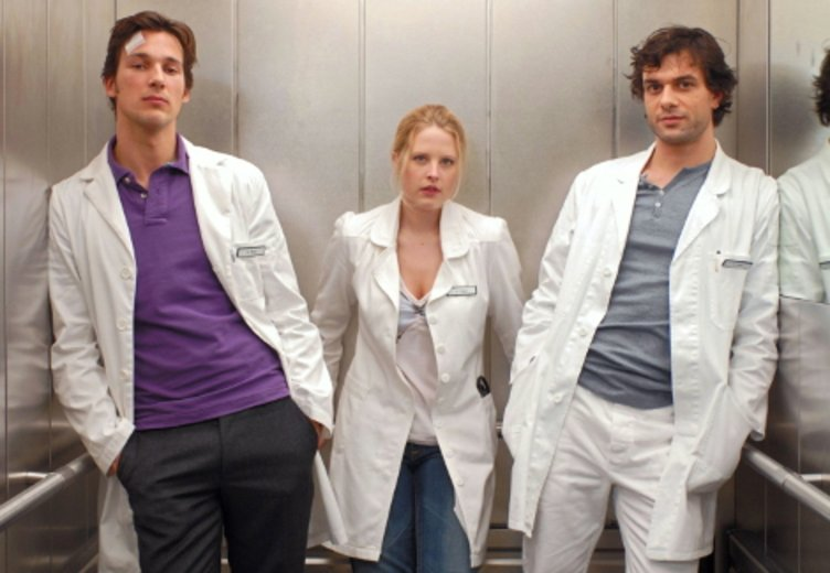 """Florian David Fitz (links) als Bad Boy und Chefarzt in """"Doctor's Diary"""" © Prosieben Television"""