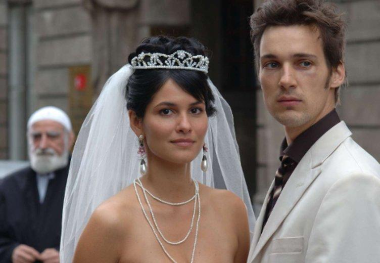 """Florian David Fitz und Mandala Tayde als Multi-Kulti-Paar in """"Meine verrückte türkische Hochzeit"""" © Prosieben Television"""