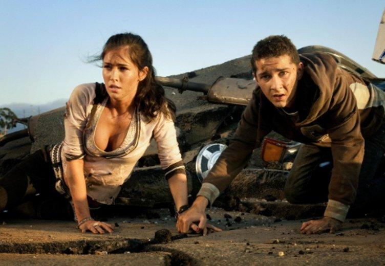 """Megan Fox in ihrer Paraderolle als Freundin Shia LaBeouf in """"Transformers """" 2007 © UIP"""