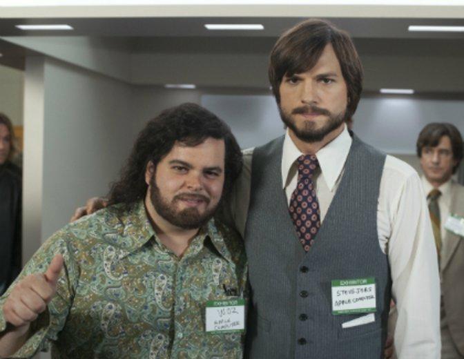 "Josh Gad und Ashton Kutcher als Steve Wozniak und Steve ""Jobs"" (2013) © Concode"