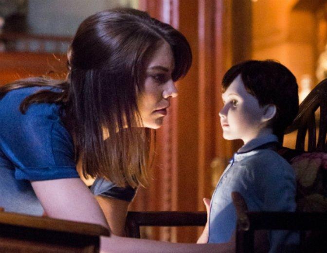 """Als Kindermädchen wird sie für eine Puppe in """"The Boy"""" engagiert © Capelight (Central)"""