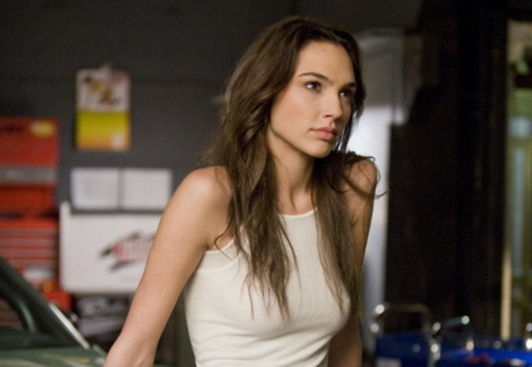 "Gal gadot als Motorradfahrerin Gisele in ""Fast 5"" © Universal"