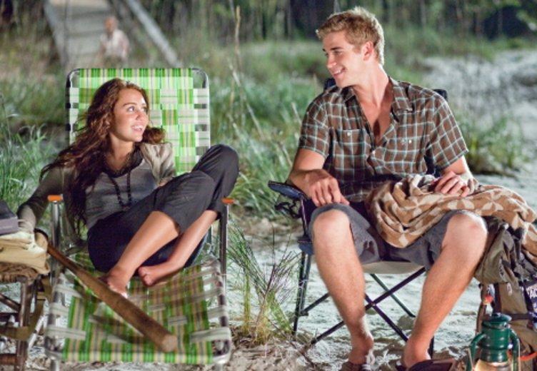 """Die Chemie zwischen Liam Hemsworth und Miley Cyrus stimmte nicht nur hinter der Kamera. """"Mit dir an meiner Seite"""" (2012) © Walt Disney"""