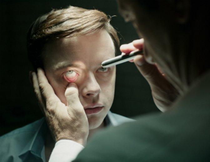 """Kur- oder Nervenanstalt? Diese Frage stellt sich Dane deHaan in """"A Cure for Wellness"""" (2017) © Fox"""