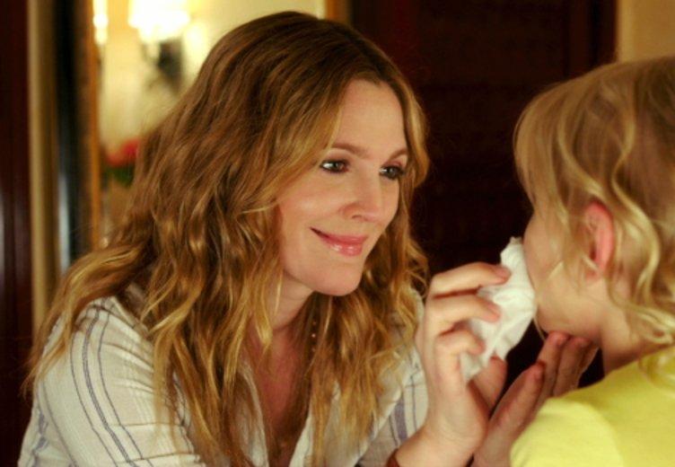 """Drew Barrymore als alleinerziehende Mutter in """"Urlaubsreif"""" © Warner"""