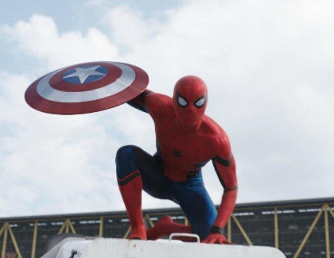 Im neuen Spiderman Anzug schwingt sich Tom Holland nun durch das MCU © Disney