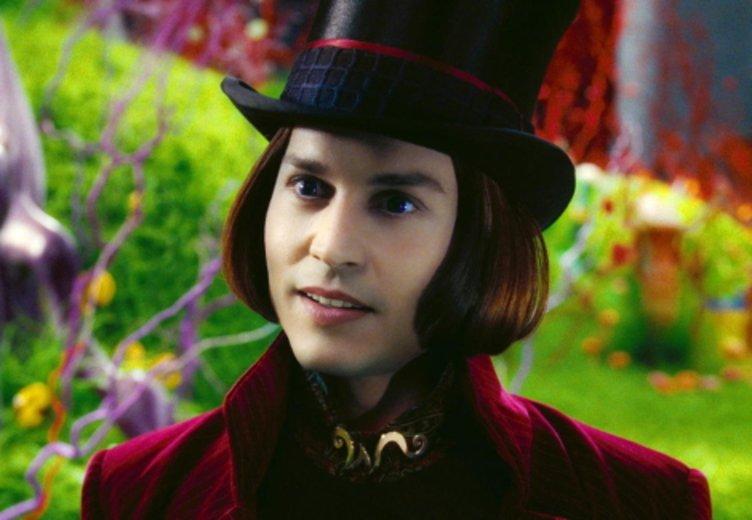 """Als Süßigkeiten-Mogul schlüpft Johnny Depp in """"Charlie und die Schokoladenfabrik"""" in eine seiner schrägen Rollen. © Warner Bros."""