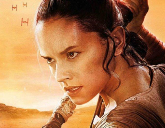 """Als taffe Rey spielt sich Daisy Ridley schnell in die Herzen von alten und neuen """"Star Wars""""-Fans © Walt Disney"""